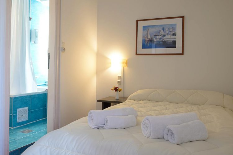 Single room Konstantinoupolis hotel in corfu town