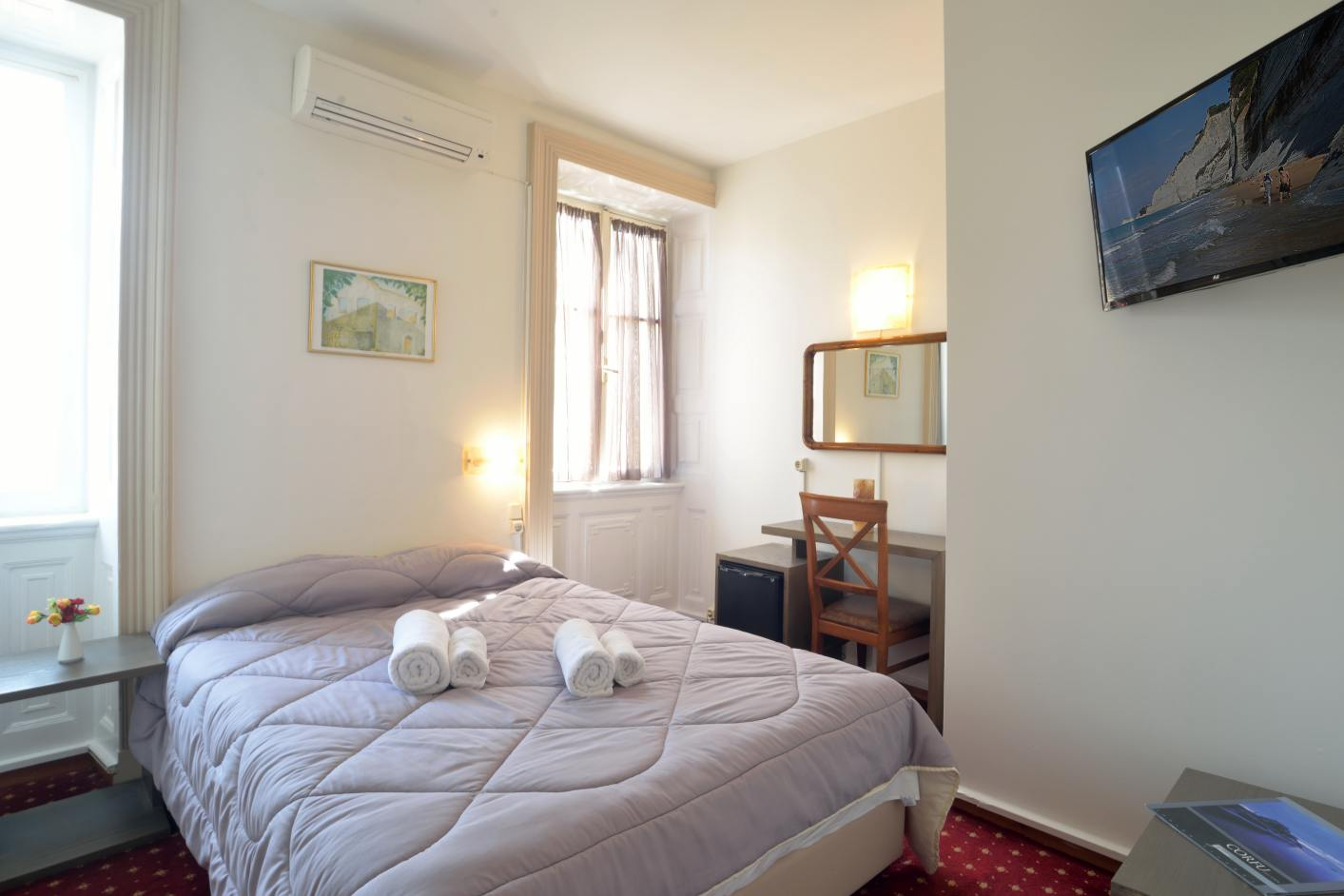 Single with semi double bed konstantinoupolis hotel corfu - Queen bed ideas for small room ...